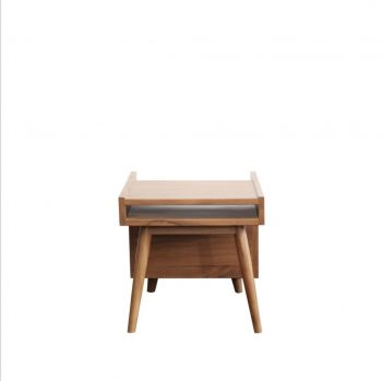 Meja side table dari Jati cocok untuk tempat majalah atau surat kabar